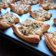 Paszteciki z mielonego mięsa i pieczarek