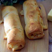 Parówki w cieście francuskim z serem, boczkiem i musztardą