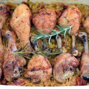 Podudzia kurczaka z porami i suszonymi pomidorami