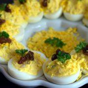 Jajka faszerowane wędzonym kurczakiem