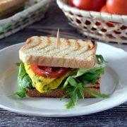 Śniadaniowe tosty na bogato