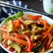 Makaron chow mein z warzywami