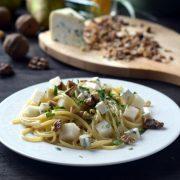 Spaghetti z serem pleśniowym i gruszką