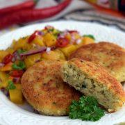 Kotleciki rybno-jaglane z salsą z mango
