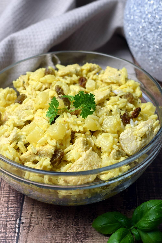 Salatka Ryzowa Z Kurczakiem I Ananasem Smaki Na Talerzu