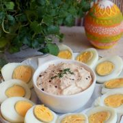 Jajka z sosem tuńczykowym