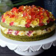 Szpinakowe ciasto z masą jogurtowo-brzoskwiniową i galaretką