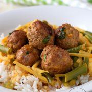 Klopsiki z fasolką szparagową w curry