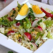 Sałatka ryżowa z jajkiem i rzodkiewką