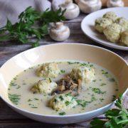 Zupa pieczarkowa z ryżowymi knedelkami