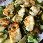 Sałatka z fasolką szparagową i serem halloumi