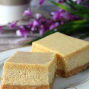 Sernik z masłem orzechowym i białą czekoladą