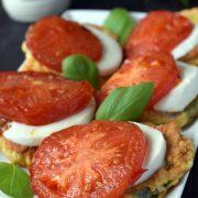 Cukinia w cieście z mozzarellą i pomidorem