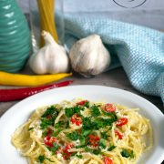 Spaghetti z czosnkiem, oliwą i chili (aglio olio peperoncino)