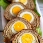 Naleśnikowe roladki z mięsnym farszem i jajkiem