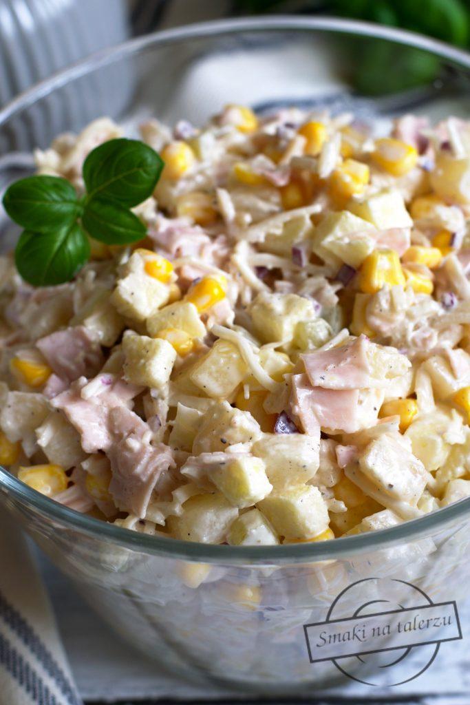Salatka Z Selerem Konserwowym Jablkiem Szynka I Ananasem Smaki