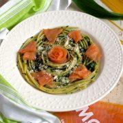 Spaghetti z łososiem oraz pesto z czosnku niedźwiedziego