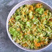Surówka z kapustą pekińską i surowym brokułem
