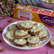 Orzechowe ciasteczka w białej czekoladzie z migdałem + Gosia i jej sprytne patenty