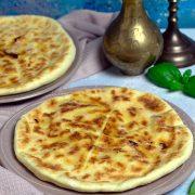 Chaczapuri - serowe chlebki