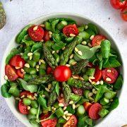 Surówka z roszponką, szparagami i pomidorkami koktajlowymi
