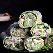 Tortille z sałatką z tuńczyka