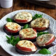 Bakłażan zapiekany z pomidorem i mozzarellą