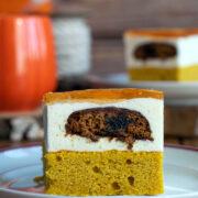 Ciasto dyniowe z kremem, pierniczkami i galaretką